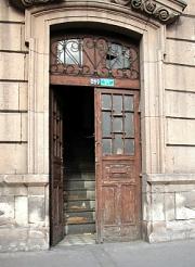 Otevřené dveře.